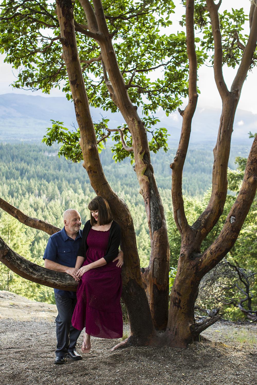 Parksville Wedding Photographer   Little Mountain Engagement Photos